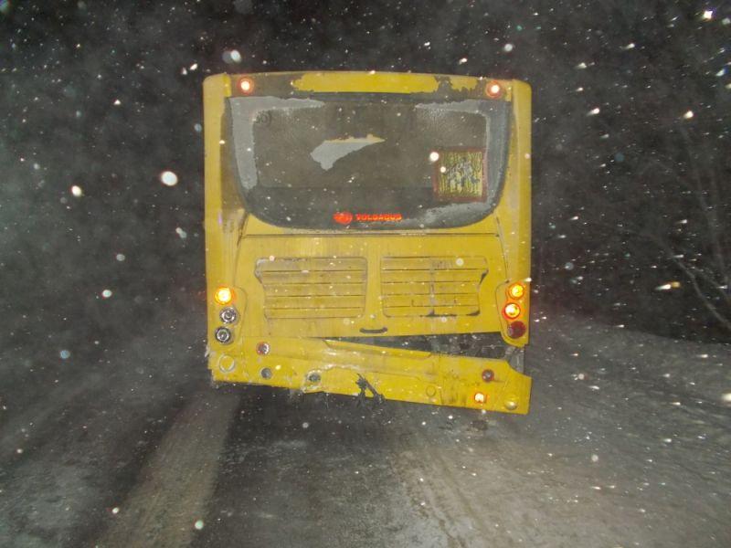 Два человека пострадали вДТП савтобусом вЯранском районе