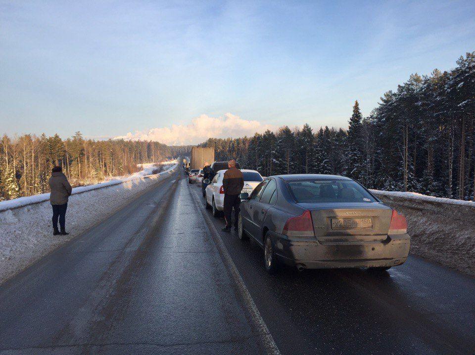 ВКирово-Чепецком районе фура столкнулась синомаркой иперегородила дорогу