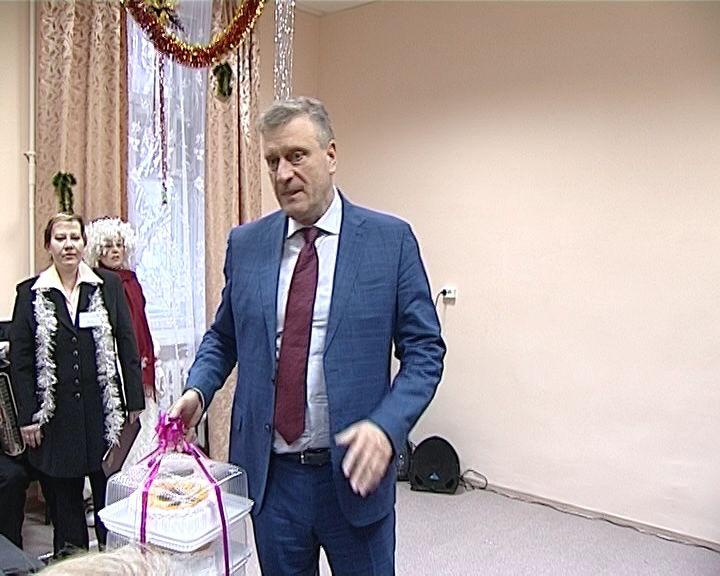 Торт от губернатора для кировских пенсионеров