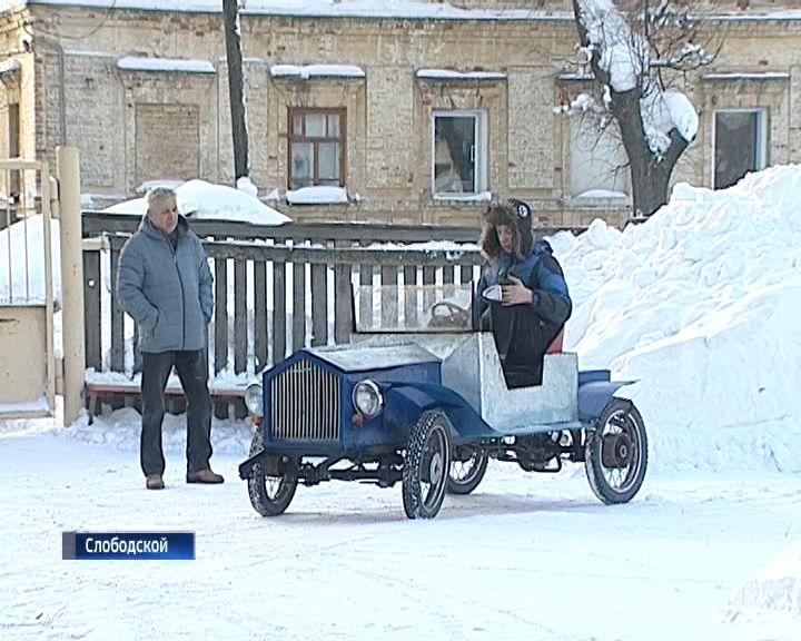 Юный инженер из Слободского Максим Вихарев собрал ретромобиль