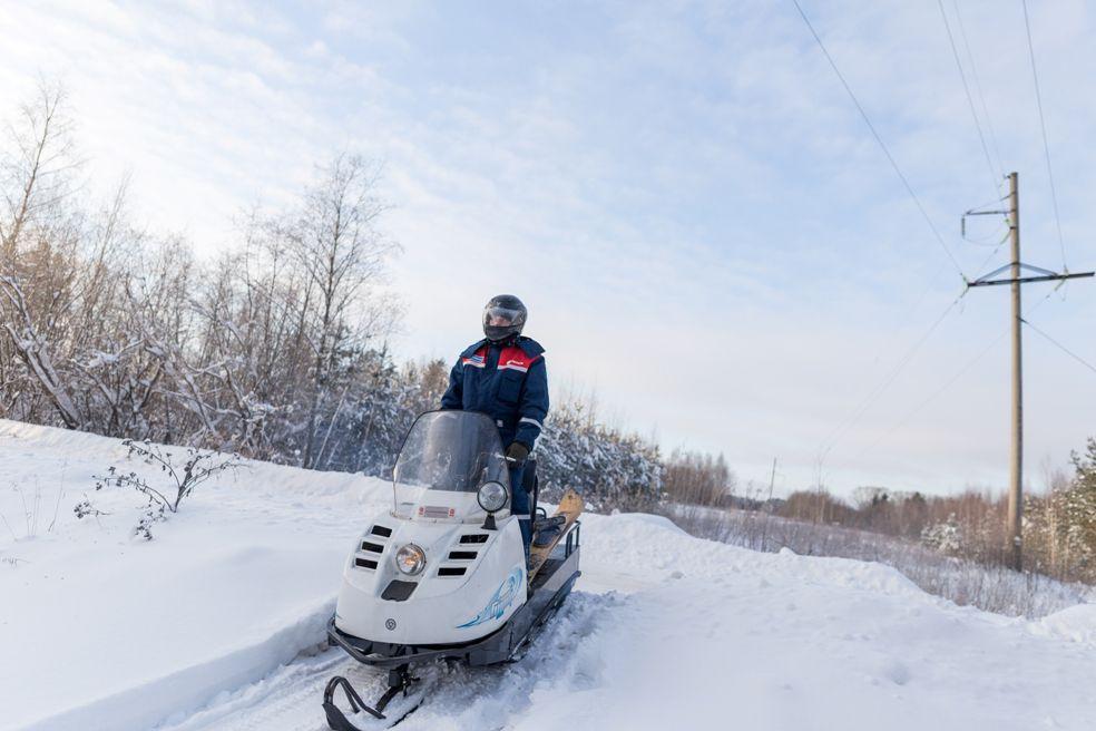 Налипший снег на проводах будут плавить