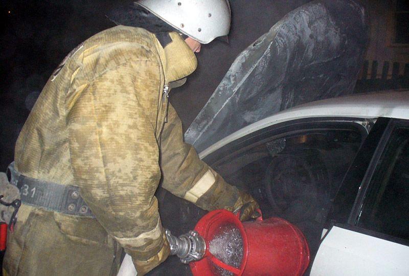 В Кировской области за ночь сгорели два автомобиля.