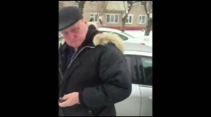 Прежний руководитель Вятавтодора получил взятку запокупку дорожной техники 12+