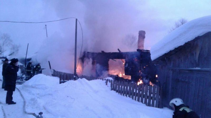В Омутнинске 14 человек тушили жилой дом.
