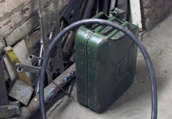 Работники колонии похитили 80 литров дизтоплива вОмутнинске