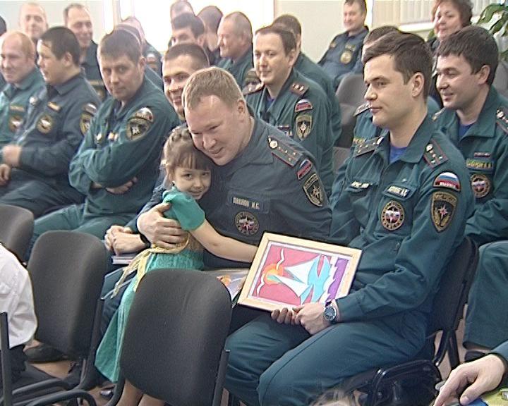 К сотрудникам МЧС приехали воспитанники детского дома