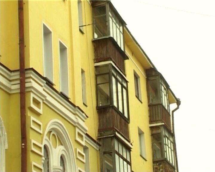 В Кирове из-за рухнувшей с крыши глыбы льда погибла женщина