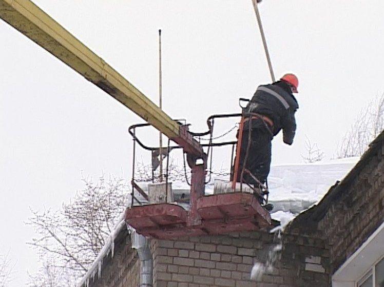 Прокуратура: в Кирове выявлено 132 дома с неочищенными от наледи крышами.