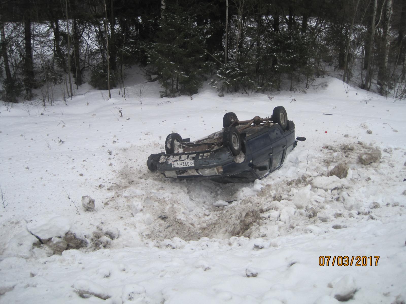 На Победиловском тракте перевернулся автомобиль «ИЖ-2126»