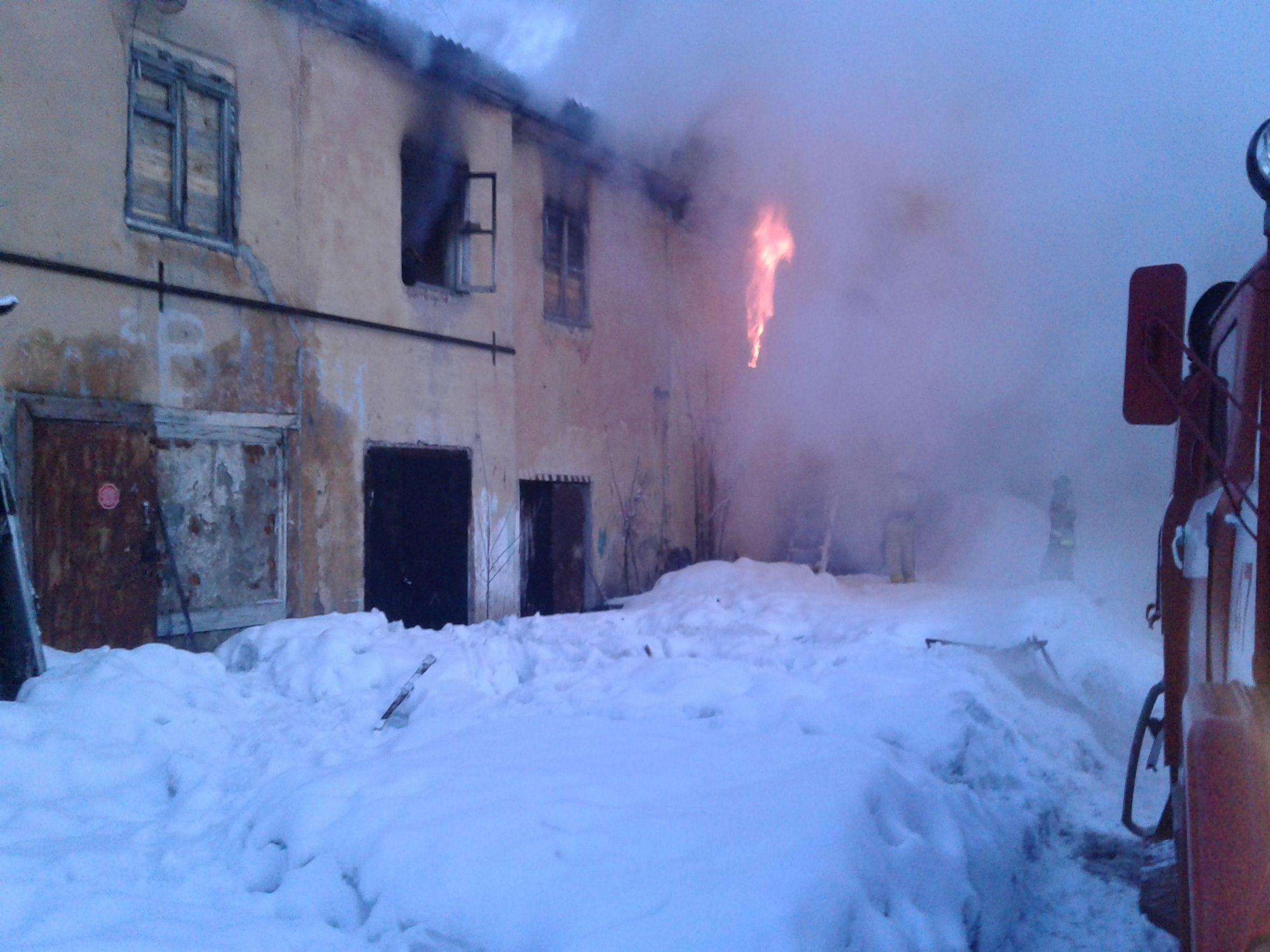 Сотрудники Росгвардии спасли из горящего дома двух мужчин