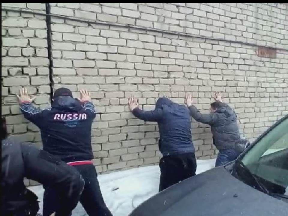 ВКирове полицейские изъяли неменее 6 тыс. бутылок контрафактной водки