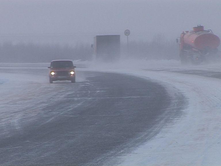 Кировским водителям нужно снизить скорость впериод гололёда— ГИБДД