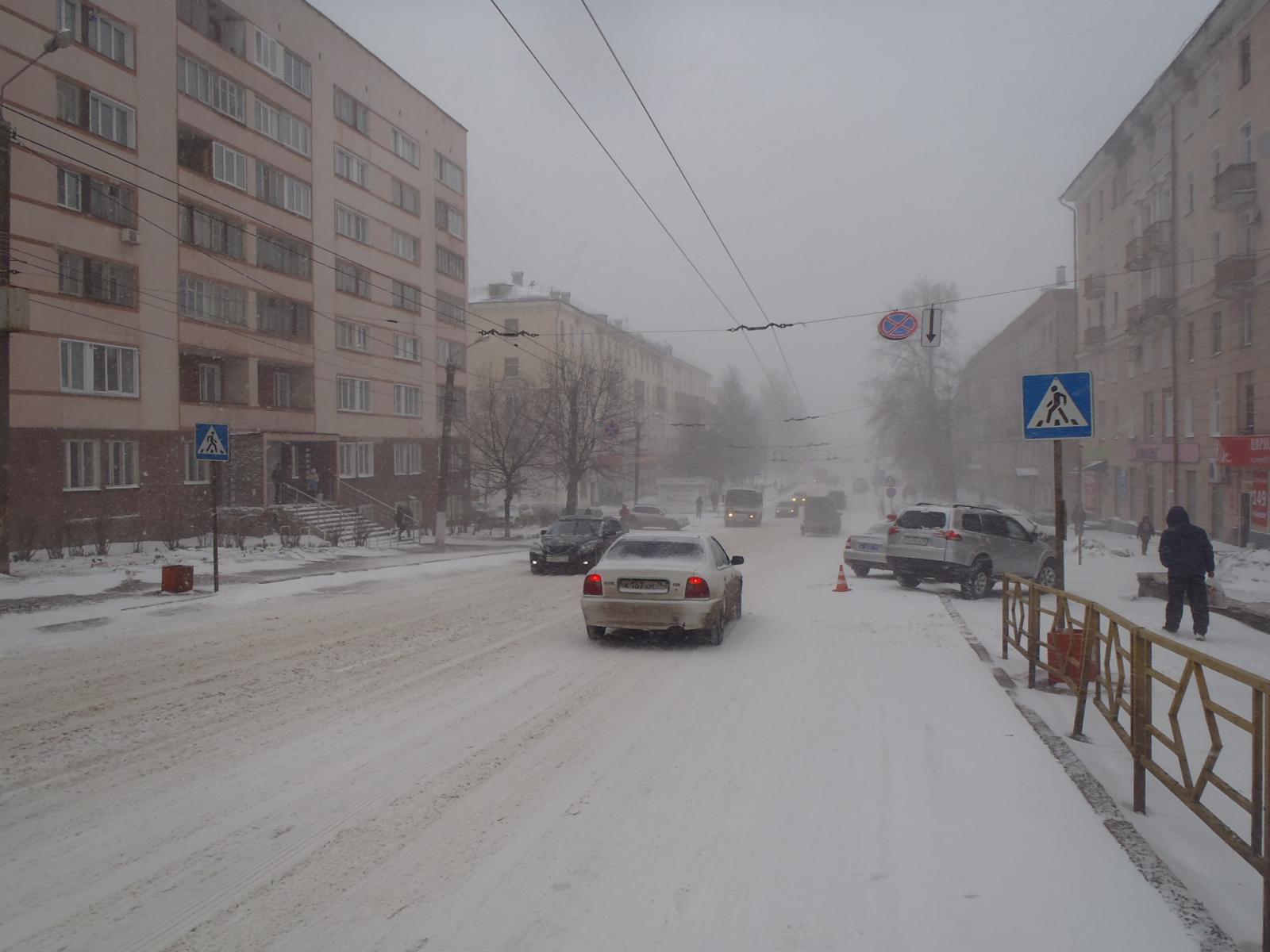 В Кирове иномарка сбила женщину на пешеходном переходе.
