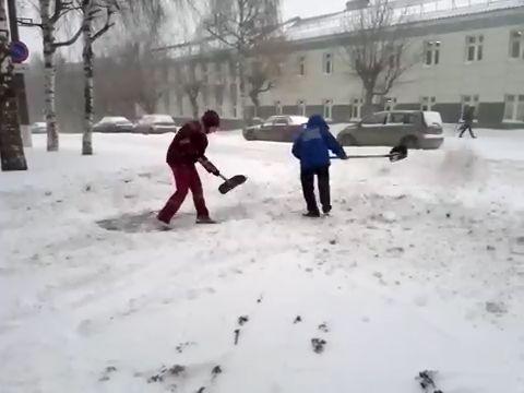 Следователи проверят «скорую», дорогу которой расчищали мед. работники