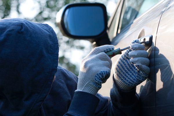 16-летнего жителя Кирова задержали в Йошкар-Оле за рулем угнанного автомобиля.