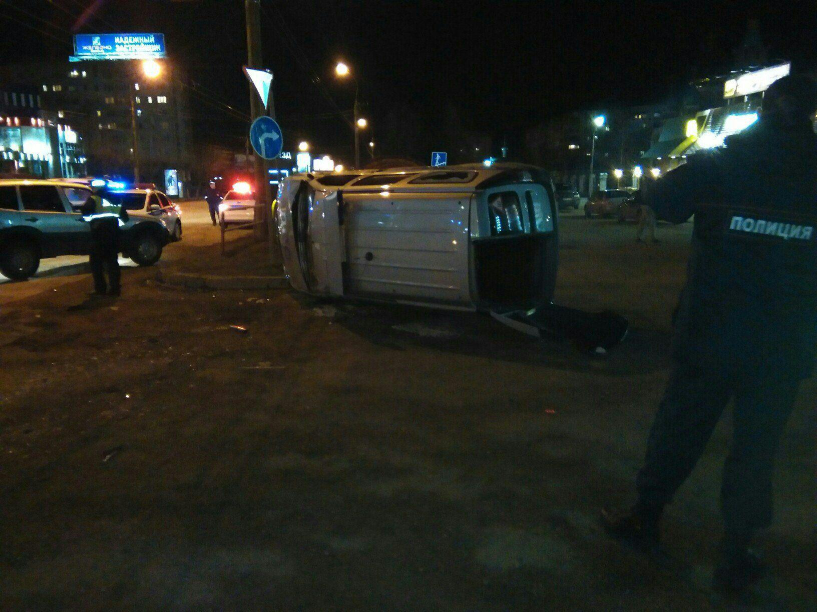 Вюго-западном районе Кирова перевернулась машина ДПС