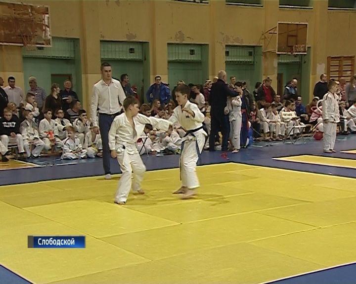 В Слободском состоялся турнир по дзюдо памяти Василия Кряжева