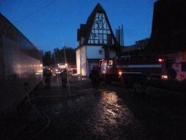 В Кирово-Чепецке 35 человек тушили пожар в цехе.