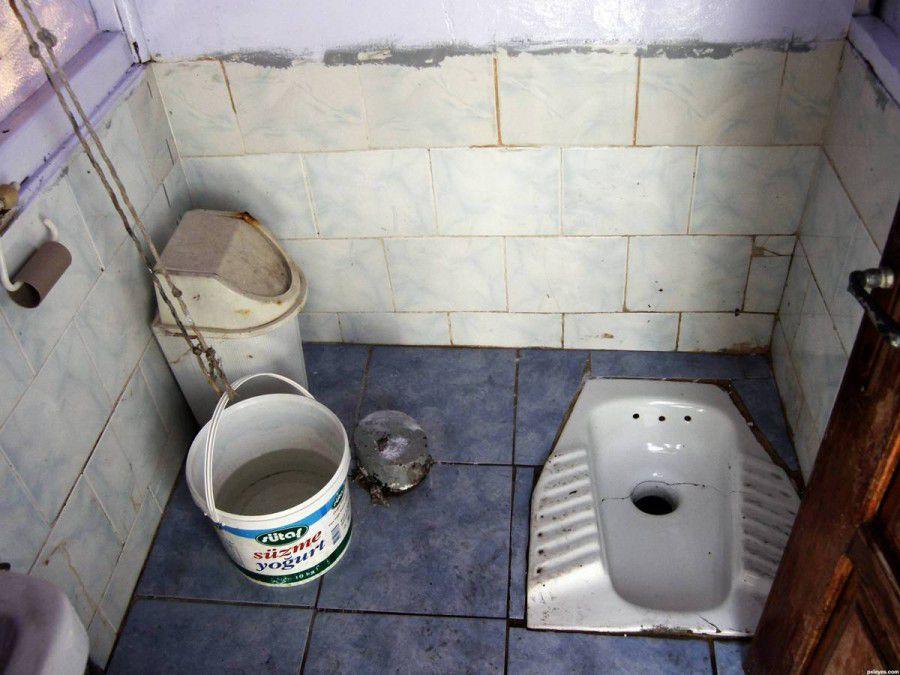 Прокуратура обязала ООО «УК Ленинского района г. Кирова» отремонтировать туалет в доме на улице Красный Химик.