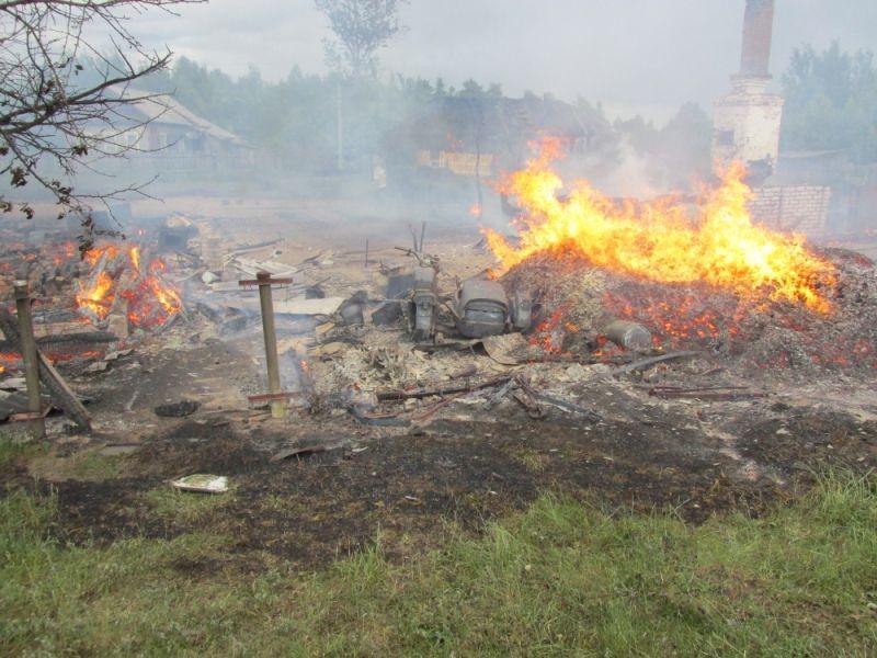 В Котельничском районе сгорели два частных дома.