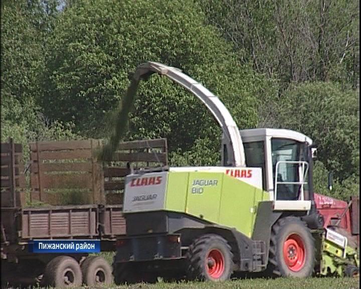 В хозяйствах области продолжается заготовка кормов