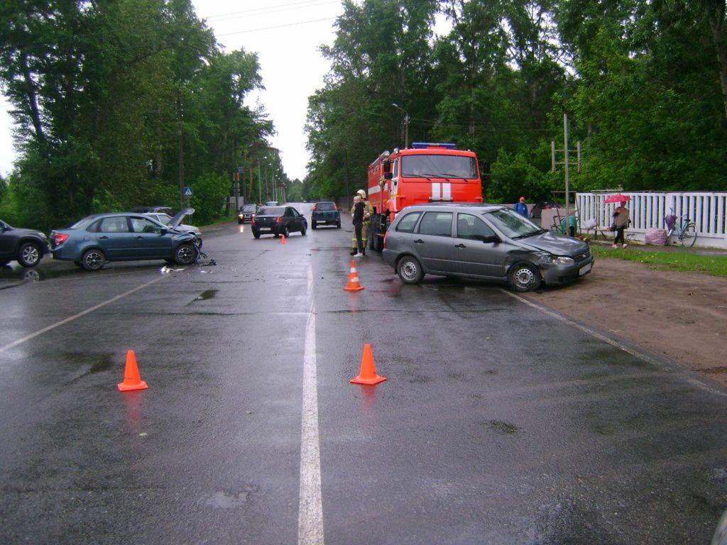 В ДТП на улице Проезжей пострадали три ребенка.