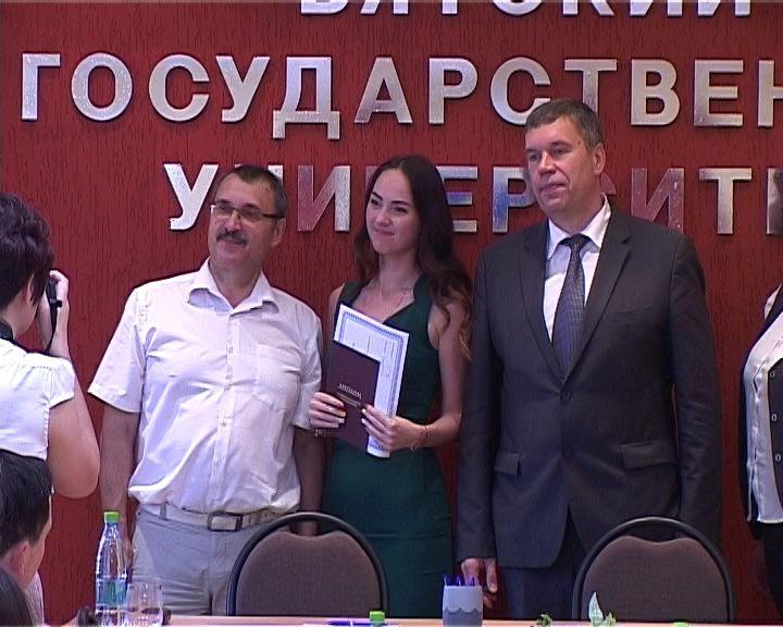 В Кирове состоялось вручение сертификатов выпускникам МАГУ