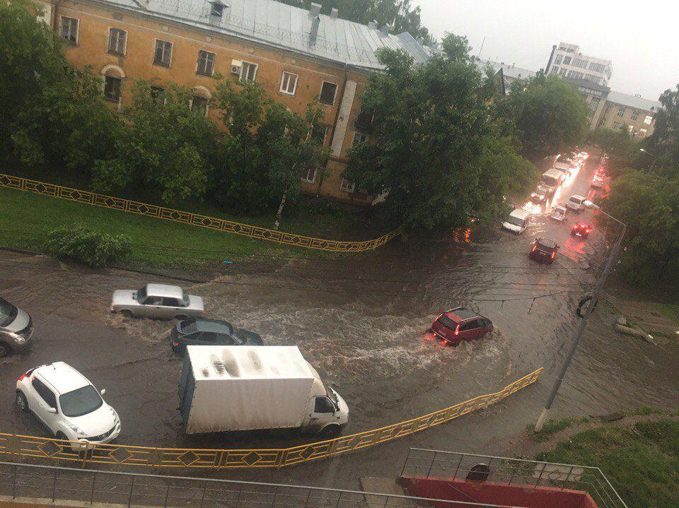 По Кирову прошелся ураган (ВИДЕО).