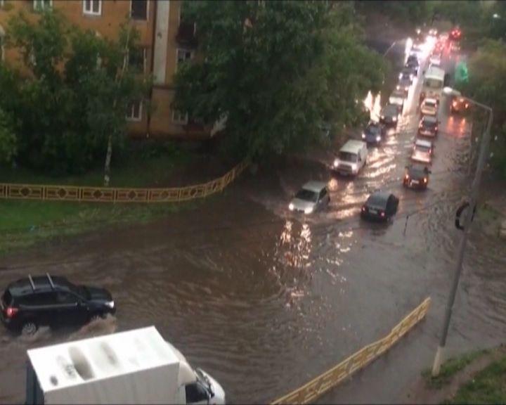 В Кирове и области устраняют последствия вчерашнего урагана