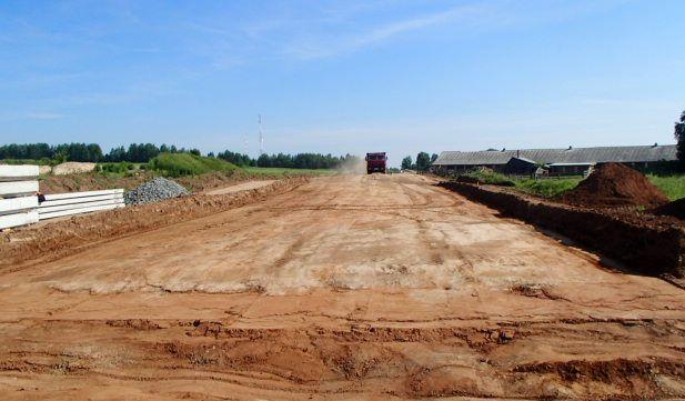 В Кировской области выделят 285 млн рублей на строительство сельских автодорог.