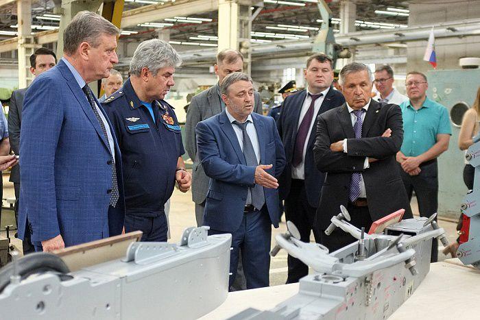 Киров с рабочим визитом посетил Главком ВКС РФ Виктор Бондарев (ВИДЕО).