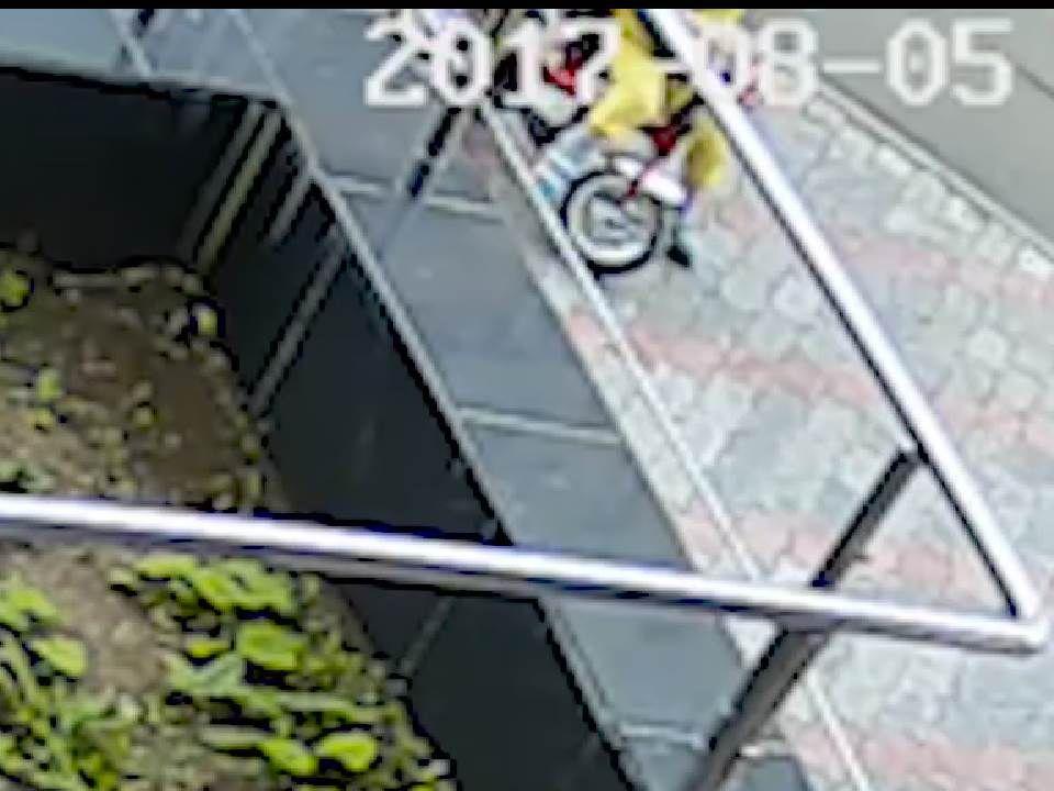Следователи проверят, нападалли мужчина наженщину с сыном