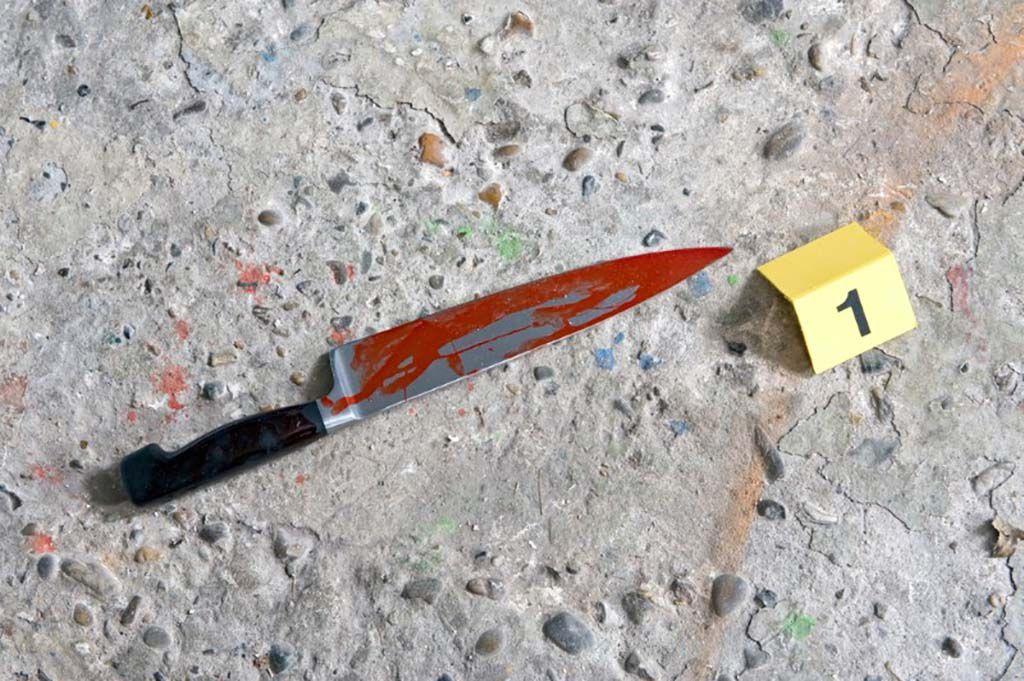 Житель Кирова выжил после трех ударов ножом в грудь.