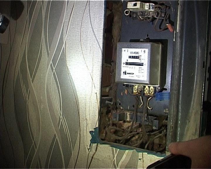 Приставы провели рейд по квартирам должников за электроэнергию
