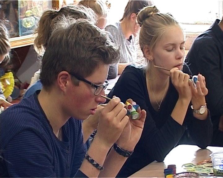 Школьники из Германии осваивают вятские народные промыслы