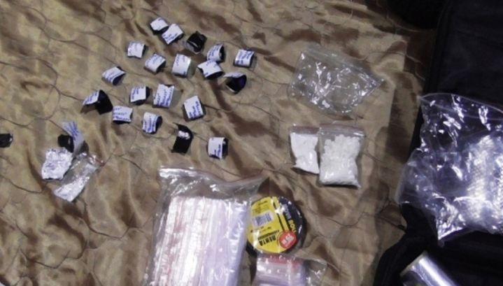 В Кирове группу наркосбытчиков приговорили к большим срокам лишения свободы.