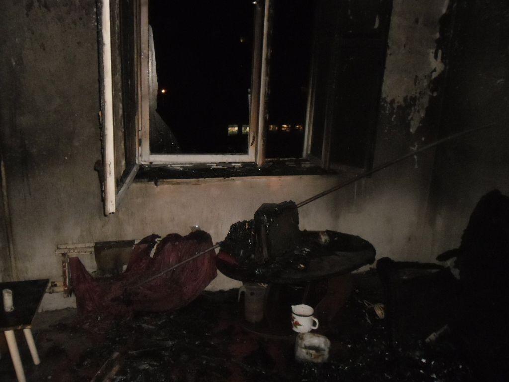 На улице Юровской произошел пожар в многоквартирном жилом доме.