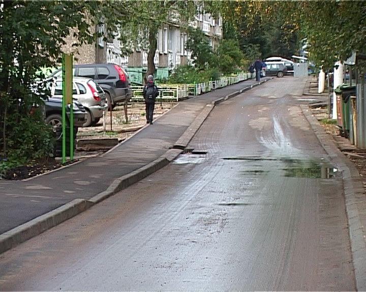 Жильцы дома на улице Кочкиной недовольны недавним ремонтом двора