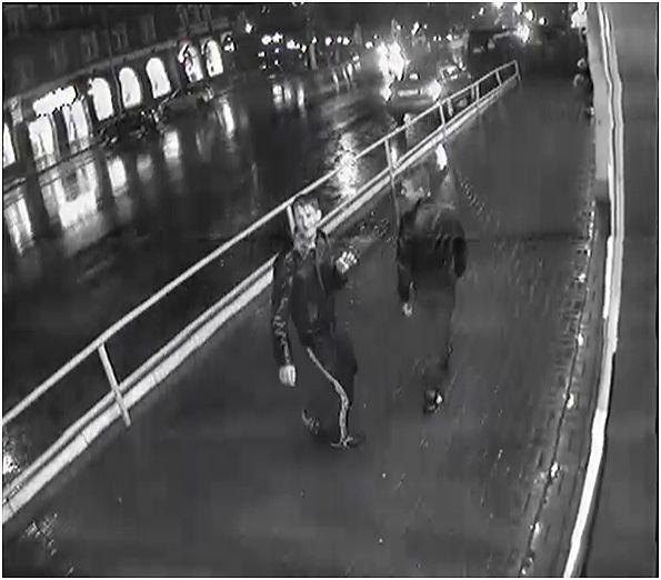 В центре Кирова ограбили учительницу.