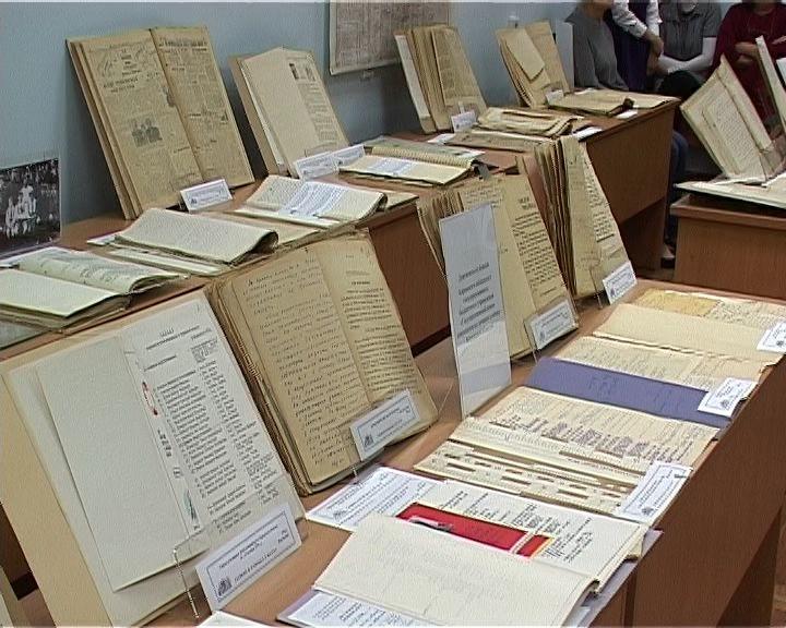 В областном архиве открылась выставка уникальных документов