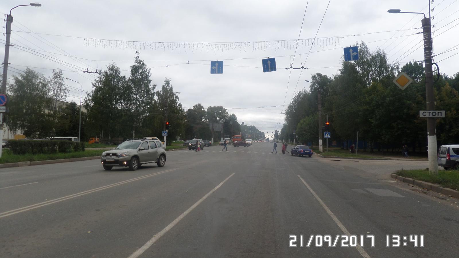 На улице Московской 17-летняя девушка попала под колеса