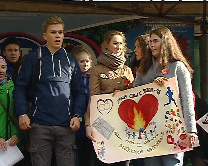 Сотни юных кировчан приняли участие в Лайф-Фесте, посвященном борьбе со СПИДом