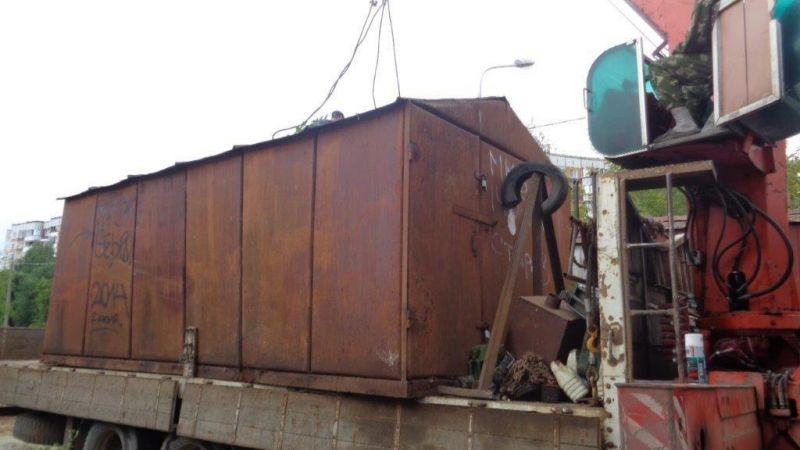 В Кирове снесли гараж, который мешал ремонту теплосети.