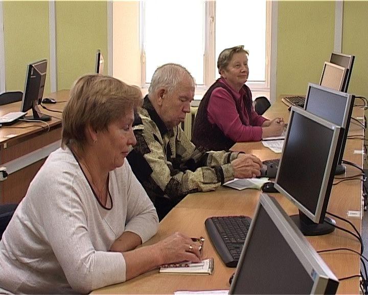 В Кирове вновь открылись бесплатные компьютерные курсы для пенсионеров