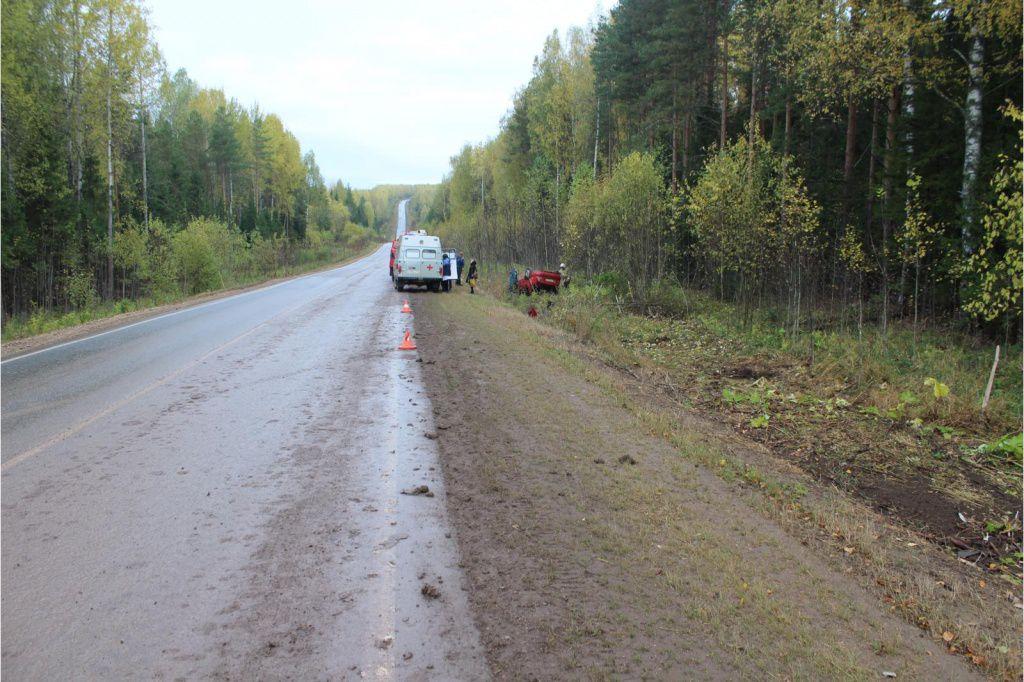 В Куменском районе в кювет улетела иномарка: водитель погиб.