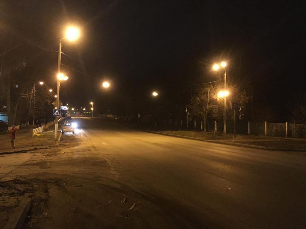 На улице Дзержинского неустановленный автомобиль сбил 43-летнюю женщину.