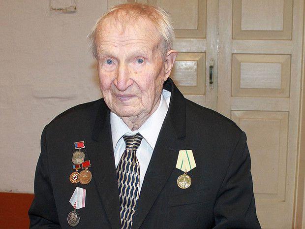 В Унинском районе 100-летний юбилей отметил заслуженный врач Андрей Егорович Егоров.
