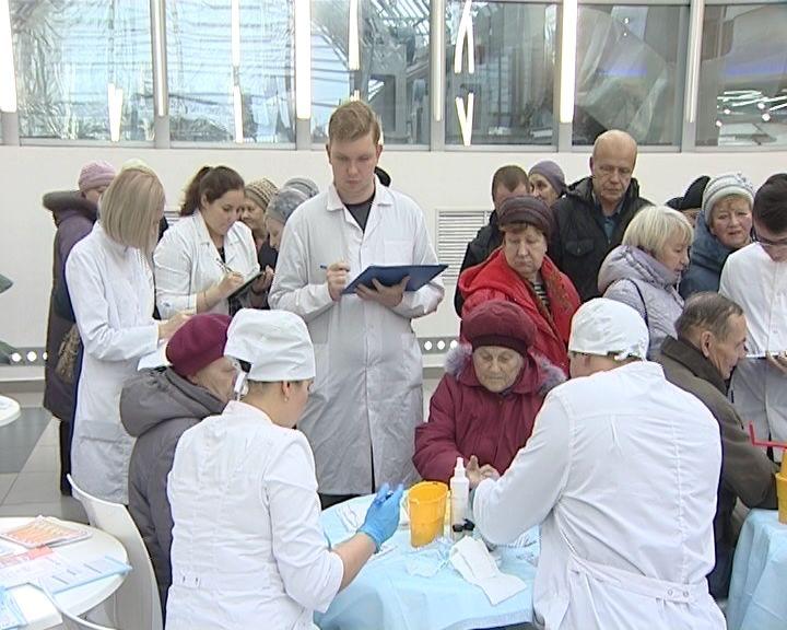 В День борьбы с диабетом врачи провели специальную акцию для кировчан