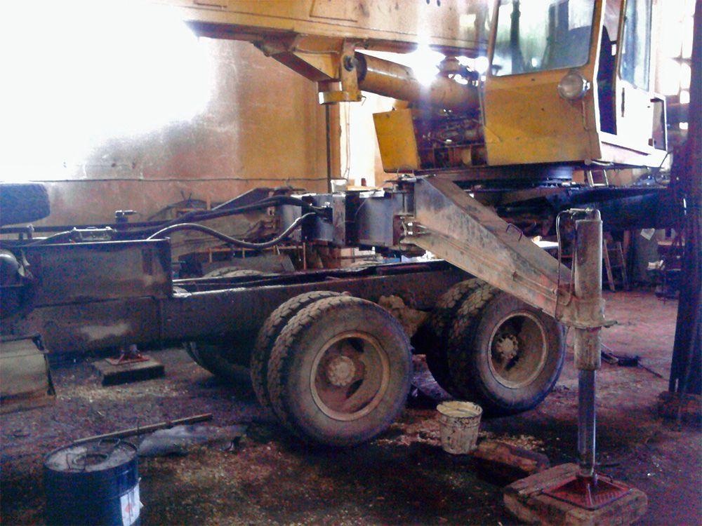 В Мурашах насмерть разбился водитель автокрана.