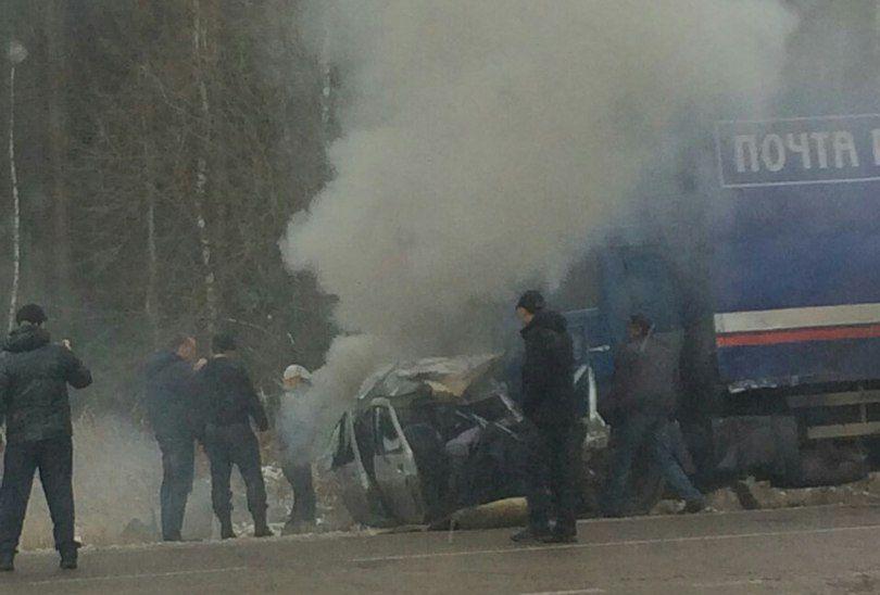 В Пижанском районе «ВАЗ-21103» врезался в КАМАЗ: водитель легковушки погиб.